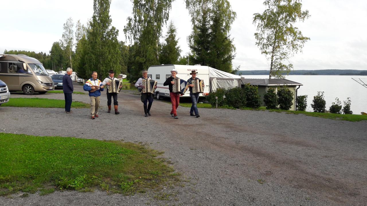 Accordion players in Leininranta