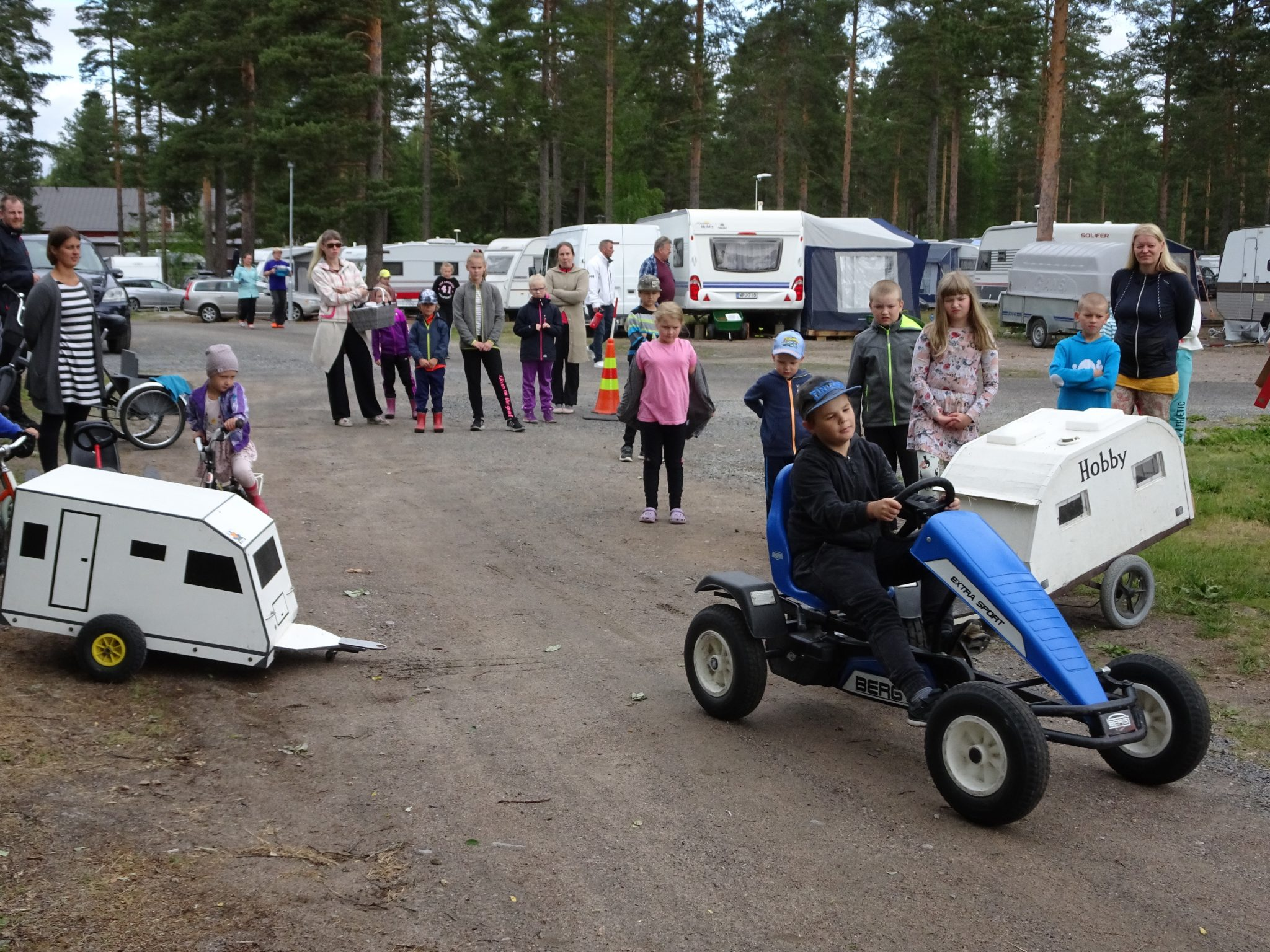 Pedal car competition in Vankkurimännikkö